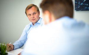 Kuvassa Markus Juslin joka on yksi Tukkusähkön myyntipäälliköistä Suomessa.
